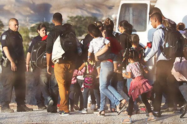 曾批川普政府使用 拜登重启非法移民设施