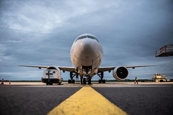 波音777客机引擎起火 美FAA下令全面检查