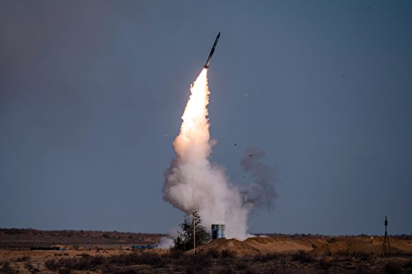 俄羅斯的S-400防空系統,可用於導彈末端攔截。(Dimitar Dilkoff/AFP via Getty Images)