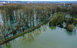 组图:德国西南部河水泛滥 沿岸遭遇洪灾