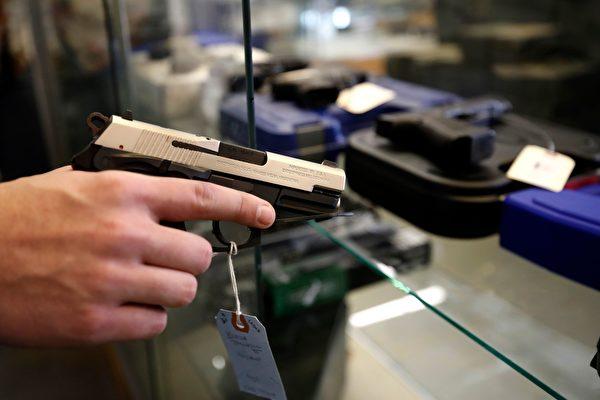 犯罪率高企之際 警方敦促民眾不要佩槍