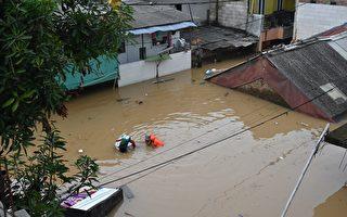 组图:印尼多地暴雨成灾 居民紧急撤离
