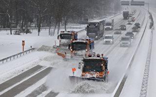 组图:德国遭遇暴风雪 铁路公路交通受阻