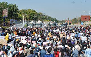 疑中共助軍政府封網 緬甸民眾中使館前抗議