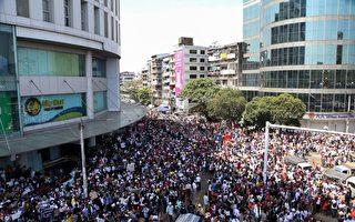 疑中共输出暴力 缅甸华人在中使馆外敲锅抗议