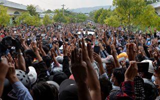经历最血腥一天后 缅甸大量抗议者再次集会