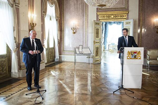 組圖:德國物理學家根策爾獲巴伐利亞勛章