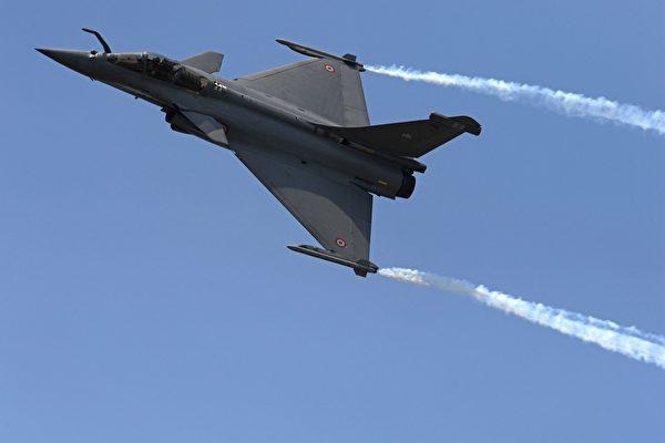 法國「陣風」戰鬥機飛太低 導致一鄉村斷電
