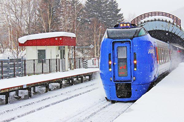 日本北海道大雪 11人受困列車近八小時