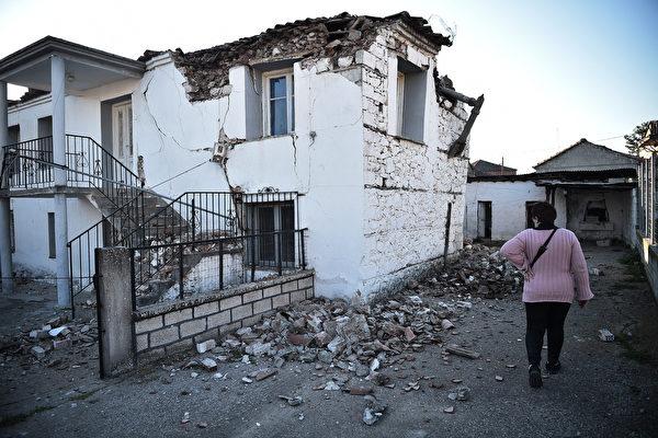 組圖:希臘強震百棟建築受損 民眾倉皇逃跑