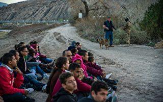 美墨边境举家及儿童孤身偷渡月增长超100%