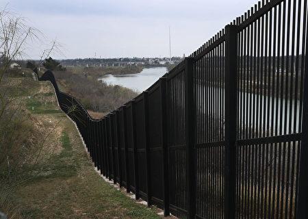 德州边境一区域3天逮捕1600名非法移民