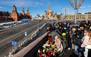 组图:俄国民众悼念涅姆佐夫遇害6周年