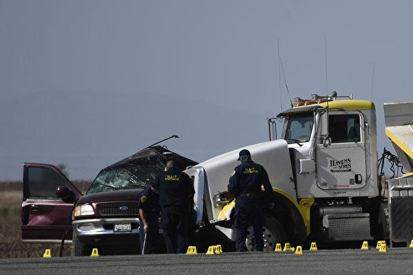 八座SUV塞进25人 加州大车祸至少13死