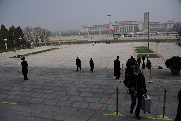 中共两会首日北京重度阴霾 网民:令人窒息