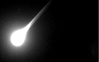 伴隨巨響 一個明亮「火球」划過英國夜空