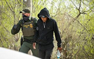 前美CBP局长:3月非法越境者激增至15万
