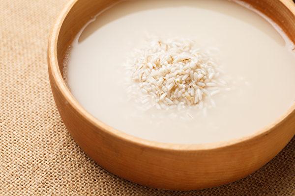 泡米水别倒,用它煮饭、熬粥,可降糖又控血脂。(Shutterstock)