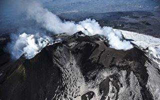 組圖:地質學家空中觀察意大利埃特納火山