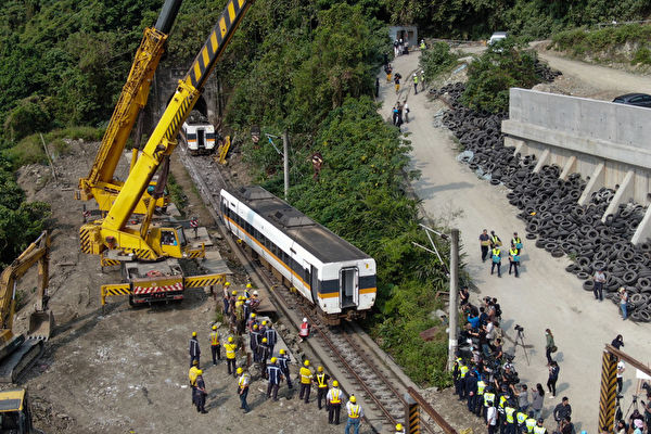 台铁事故增至51死 第6节车厢发现遭重压遗体