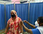 组图:印度单日确诊破十万 加强接种疫苗