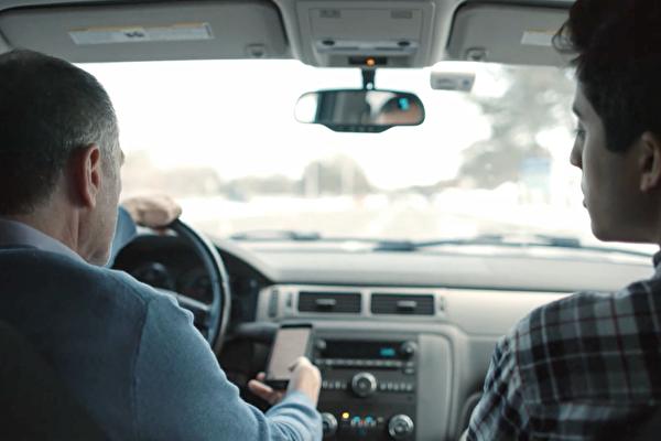 纽约州严打分心驾驶:开车发短信 终将付出代价