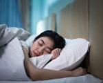 """印尼""""睡美人""""一睡就是十几天 医生无解"""