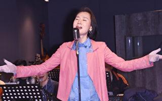 閱讀障礙、聽力受損 坣娜為開唱苦背歌詞