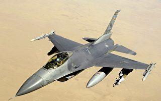 25架共機擾台之際 美F-16掛實彈在南海現身