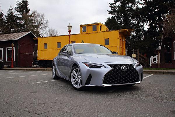 車評:連成一線 2021 Lexus IS 300 RWD