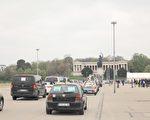 德国民众汽车游行反封锁 医生:我们要工作