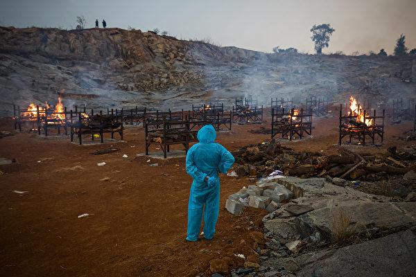 楊景段指出,印度病毒量高,感染風險更大。(Abhishek Chinnappa/Getty Images)