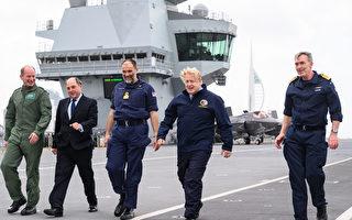 组图:英国首相约翰逊访问伊丽莎白女王号