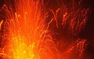 无人机拍冰岛火山喷发 撞毁前震撼画面曝光