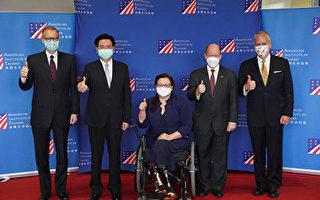 美援疫苗民众赠花感谢 AIT:永记台湾人心意