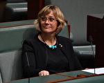 澳议员吁入境豁免涵盖父母签证 请愿书送交议会