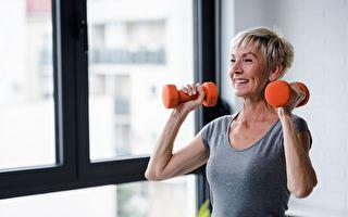 為減肥愛上舉重 71歲奶奶有三十多項冠軍紀錄