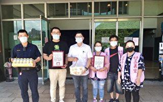 警察节快乐 市议员张秉钧及庙宇送餐点