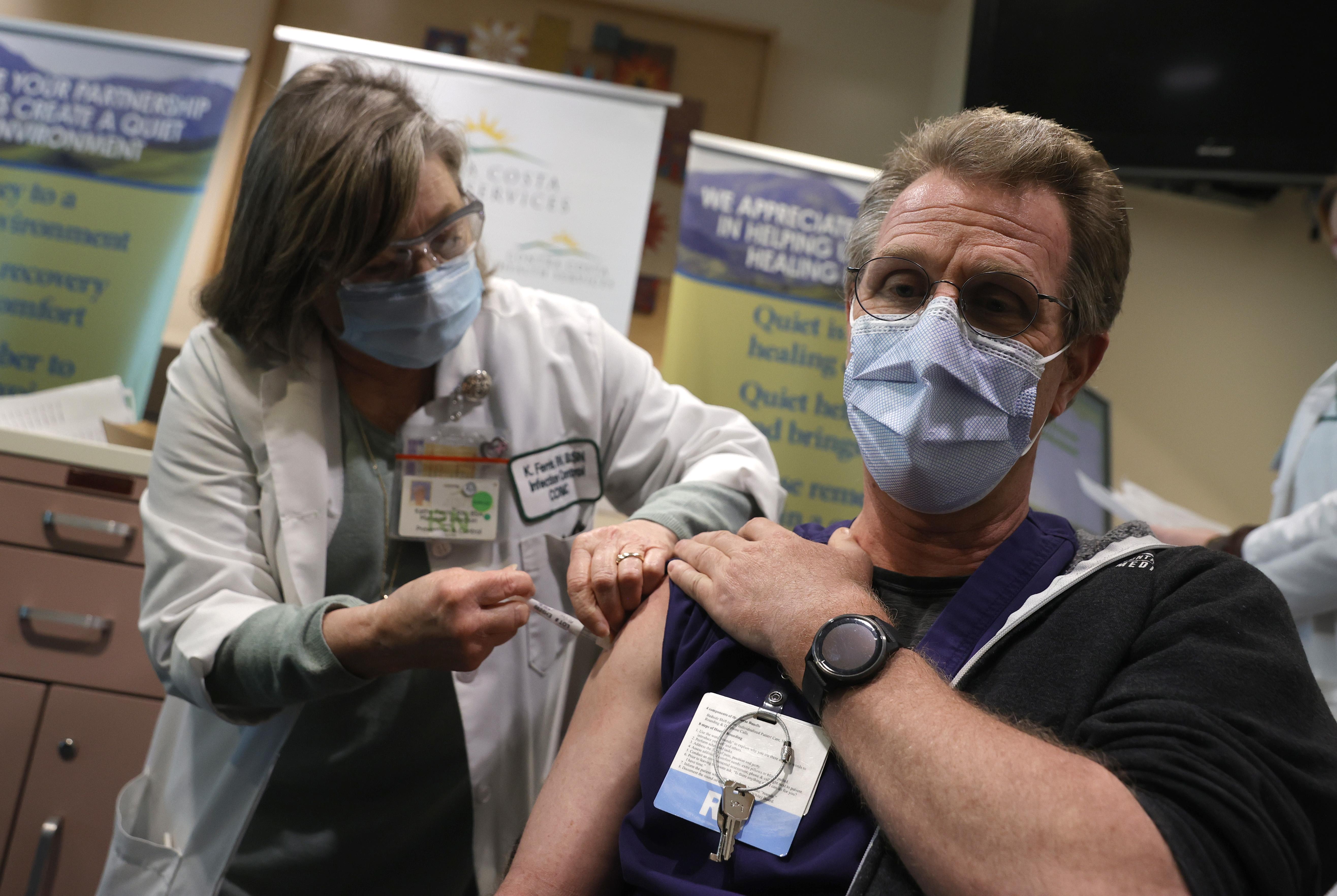 加州公务员与医护将须打疫苗 或定期检测