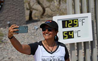 死亡谷129华氏度 游客无惧高温争相合照
