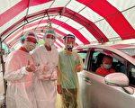 下雨長者不便   醫護直接車上打疫苗