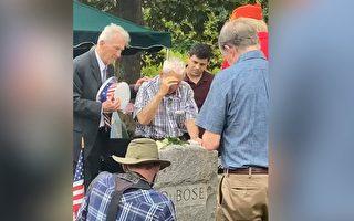 96岁老兵跋涉近千英里 祭拜救他命的战友