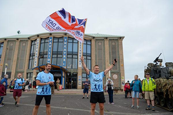 组图:英国举行武装部队日庆祝活动