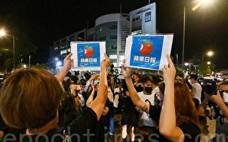 组图:香港苹果日报最后出版日 市民抢购
