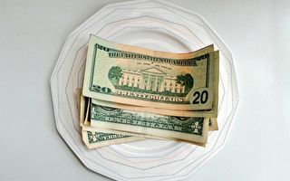 神秘顾客留1.6万美元小费 嘉奖餐厅员工