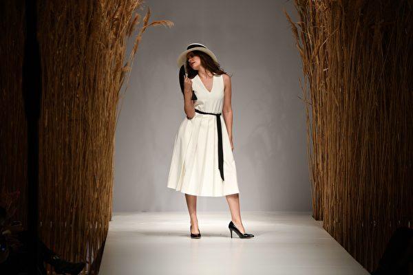 夏日的清新色調 白色洋裝優雅耀眼