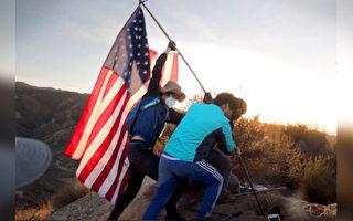南加州一群愛國少年在山上升起新國旗