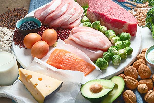 很多癌症患者食欲不振,造成营养不良,体重下降。怎样吃才能有体力抗癌?(Shutterstock)