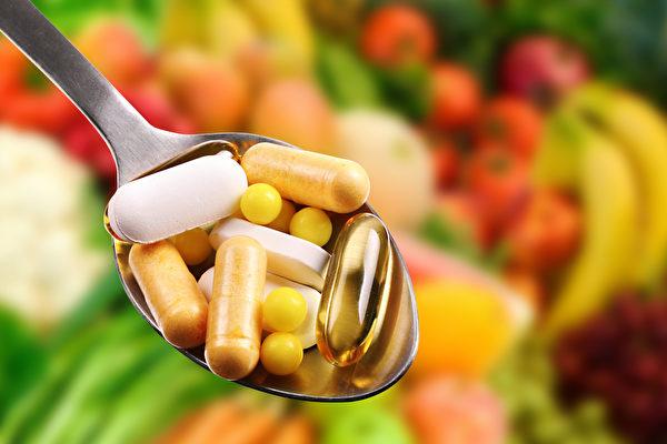 保健食品有各自適合的服用時間,依空腹、飯後及睡前,分3個時段。(Shutterstock)