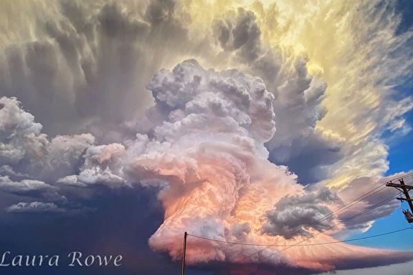 夕阳时分 摄影师用手机拍下梦幻般风暴云